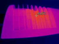Термография внешней стороны корпуса светильника. Метка указывает на точку с максимальной температурой поверхности радиатора 43,8°С
