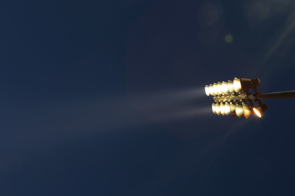 Для основного рисующего света использовались 400-ваттные прожектора iGuzzini. Освещение скульптуры Рабочий и колхозница