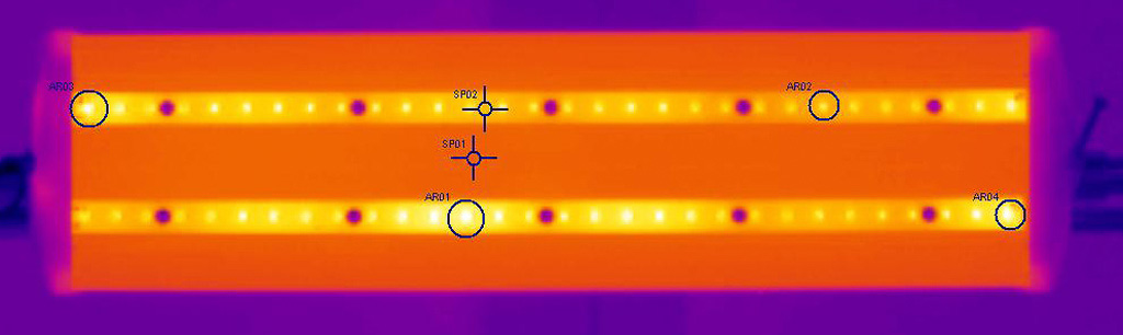 Термография образца Box. AR01 (светодиод на нижней плате в центре): tmax = 48,9°С; AR02 (светодиод на верхней плате справа от центра): tmax = 46,1°С; AR03 (светодиод на левом краю верхней платы): tmax = 51,0°С; AR04 (светодиод на правом краю нижней платы): tmax = 49,7°С; SP1 (корпус): 36,3°С; SP2 (плата): 42,0°С