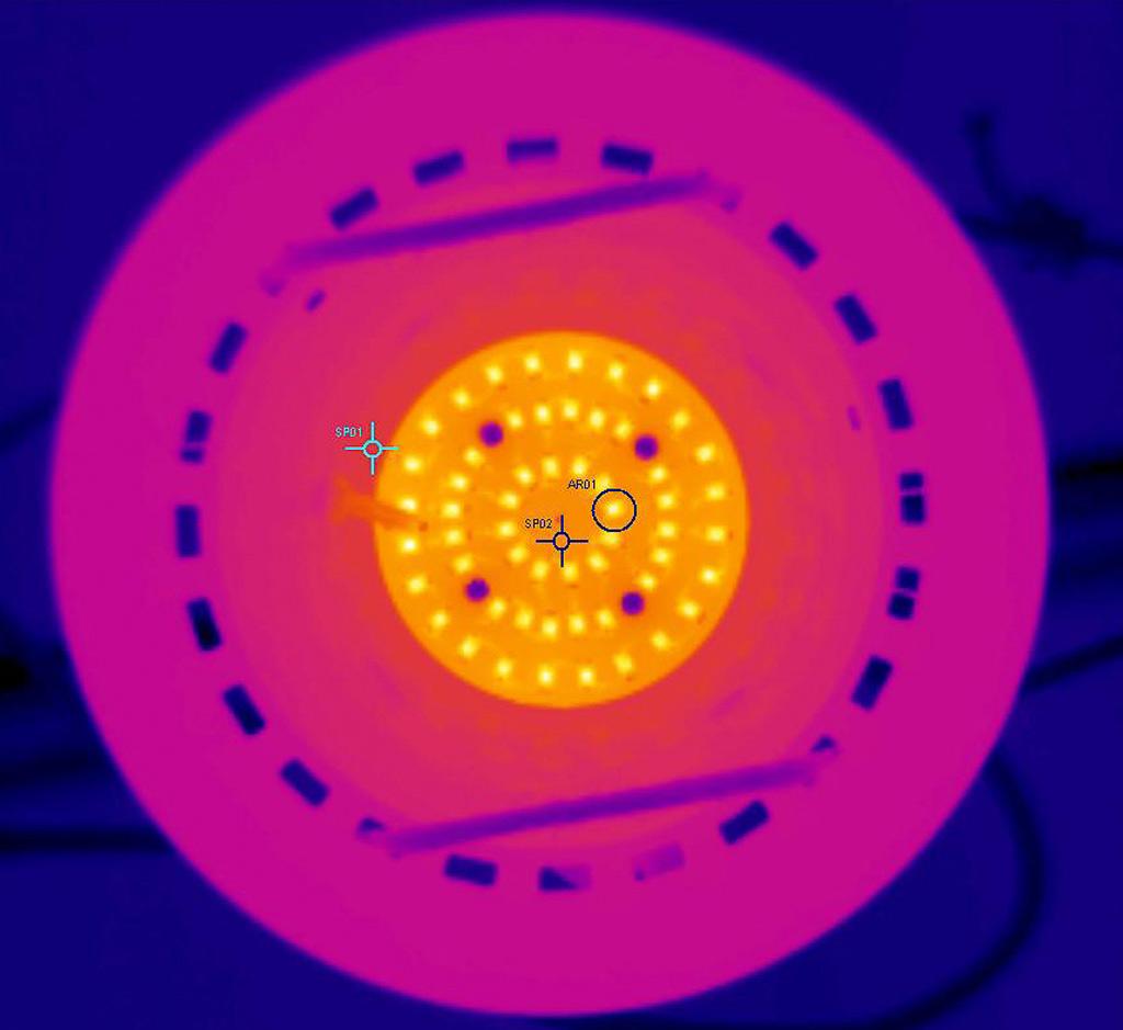 Термография образца Round с лицевой стороны. AR01 (светодиод на плате в центре): tmax = 70,1°С; SP1 (корпус): 46,0°С; SP2 (плата): 55,8°С