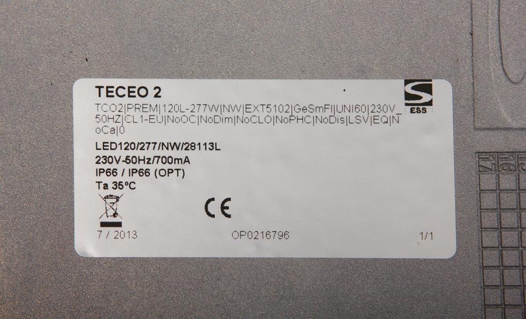 Фотография маркировки, расположенной внутри светильника Teceo 2 от Schreder