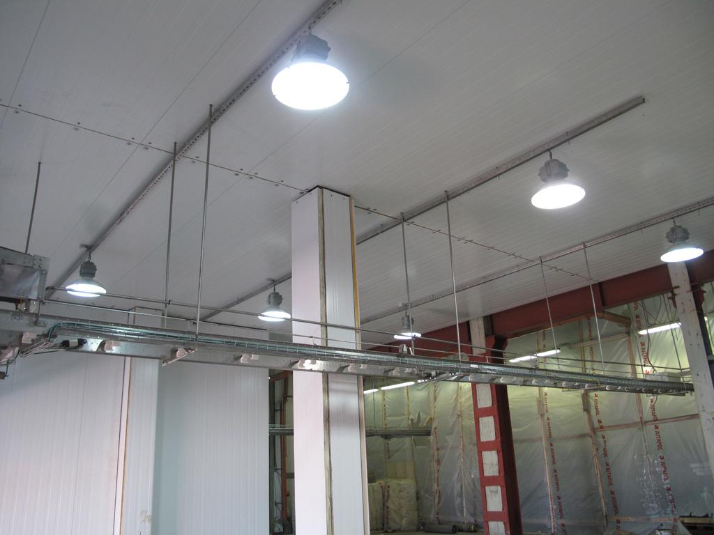 Индукционные светильники на промышленном объекте