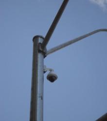 11.1.2. Интересный узел крепления  на середине опоры —  кронштейны не обязаны насаживаться сверху. Сварные части выглядят отлично. Санта Моника, Калифорния