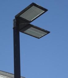 7.1. Лос Анджелес. Треугольное основание светодиодного светильника спроектировано так, чтобы отлично смотреться на парковках, когда их несколько и они расположены под  углом 90° друг к другу