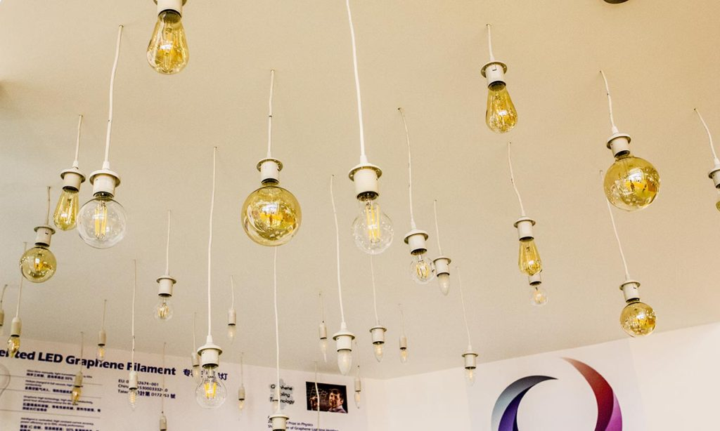 Лампы с легкой, полупрозрачной позолотой