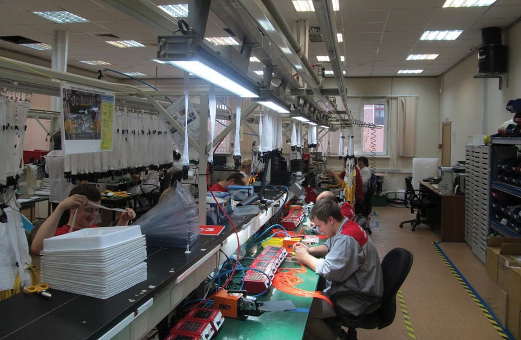 ЗАО «Связьстройдеталь», Москва, цех по производству работ со стекловолокном. Для местного освещения использованы светильники GALAD ДДУ71-20х1-001.