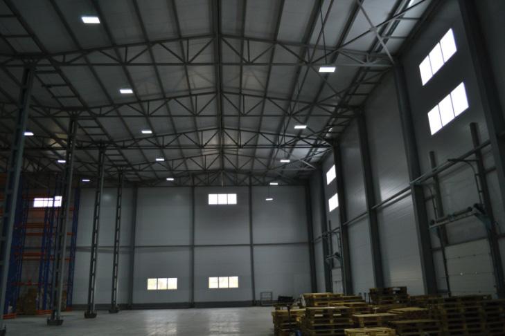 Промышленное освещение на заводе «Кириешки» в Павловском Посаде, складское помещение. Использованы светильники GALAD ДСП02-120-001.