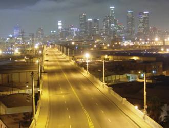 Вид на эстакаду в черте Лос-Анджелеса до замены ламп на светодиодные