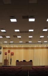 Освещение актового зала Префектуры. Система управления позволяет осуществлять плавное управление освещенностью в каждой из семи зон. Помимо ручной регулировки, есть уже настроенные алгоритмы работы