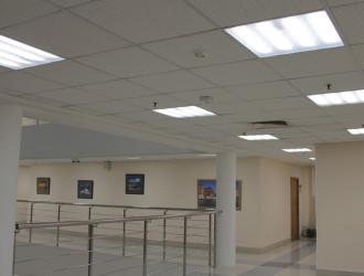 Универсальность осветительной установки здания заключается в том, что практически все помещения освещены одним типом осветительного прибора