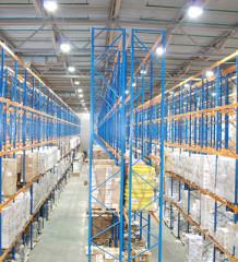 Освещение складских помещений. Особенности расчета, варианты снижения энергопотребления, снижения эксплуатационных расходов и выбора промышленных светильников
