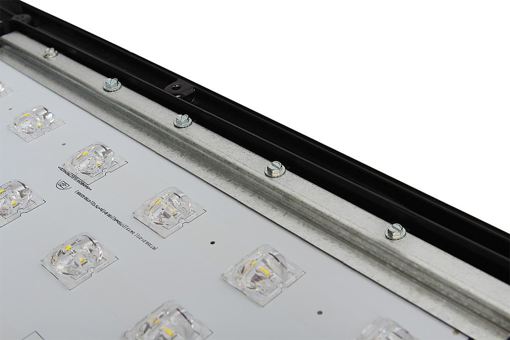 Светодиод, вторичная оптика и фрагмент печатной платы ближним планом