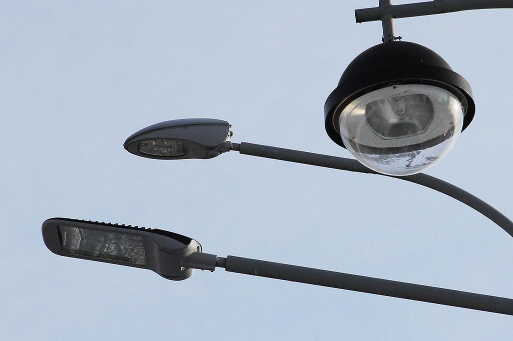 Лихославльский завод светотехники. Часть композиции мини-выставки светильников Galad перед парадным входом на завод
