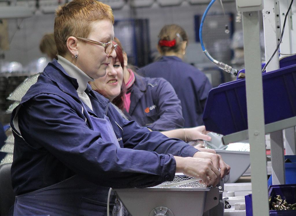 Даже в неспокойные времена, после распада СССР, Лихославльский завод светотехники ни разу не остановился. Благодаря людям, в первую очередь.