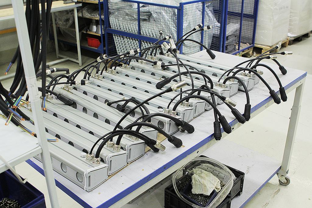 Собранные светильники в ожидании тестирования