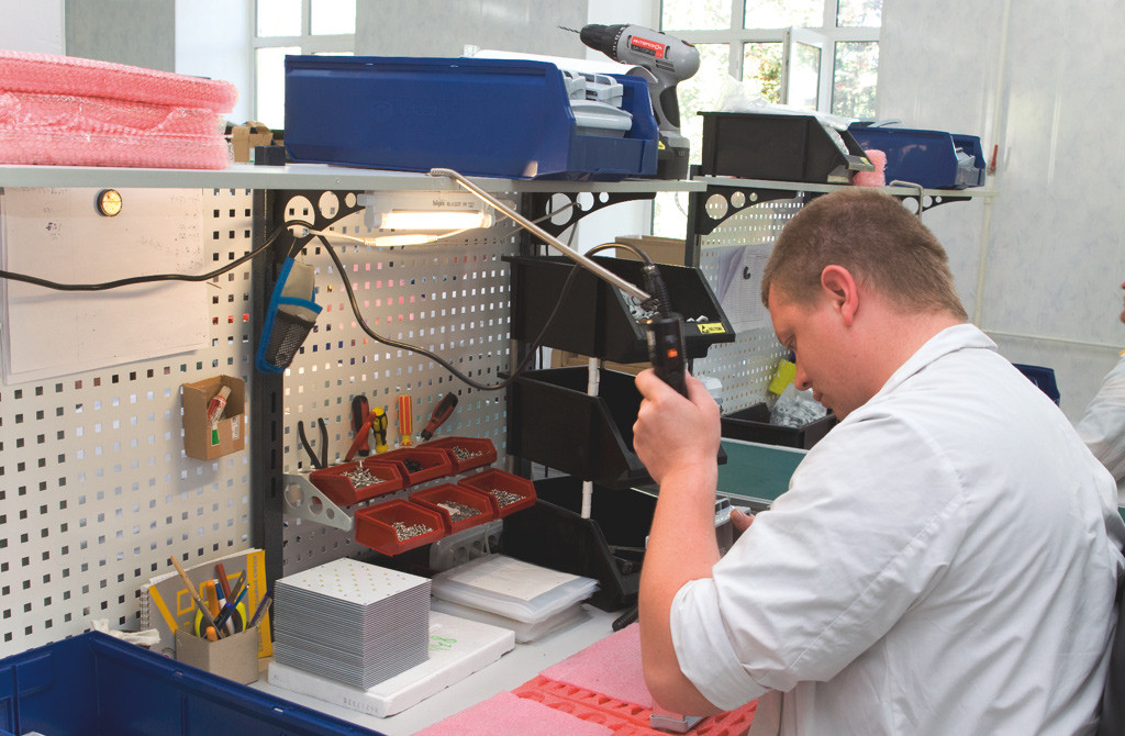 С целью гарантировать качество выпускаемых компанией «АтомСвет» светодиодных светильников был проведен аудит производства, проверены ключевые этапы сборки, и т.д.