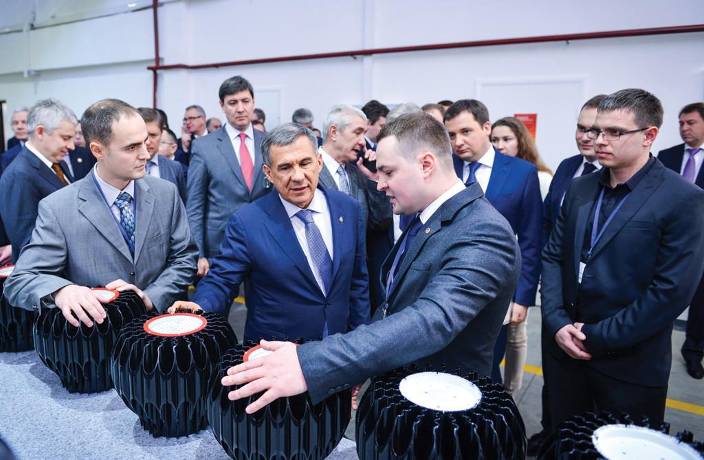 Президент Республики Татарстан Рустам Минниханов на открытии второй очереди цехов компании LEDEL в феврале 2015