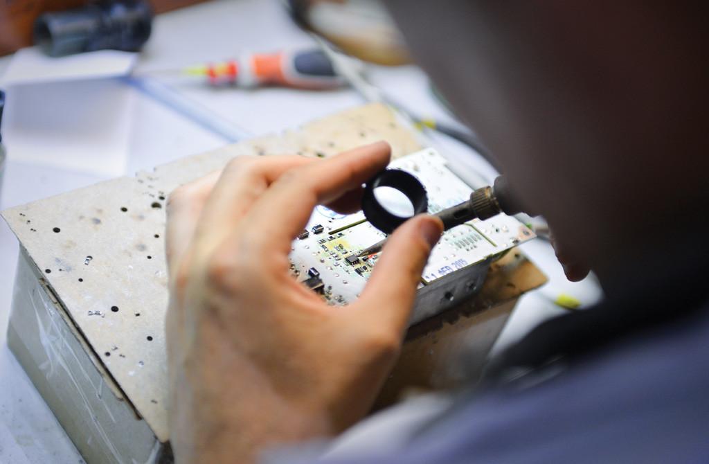 Проверка изделий на качество исполнения в ОТК предприятии Ledel
