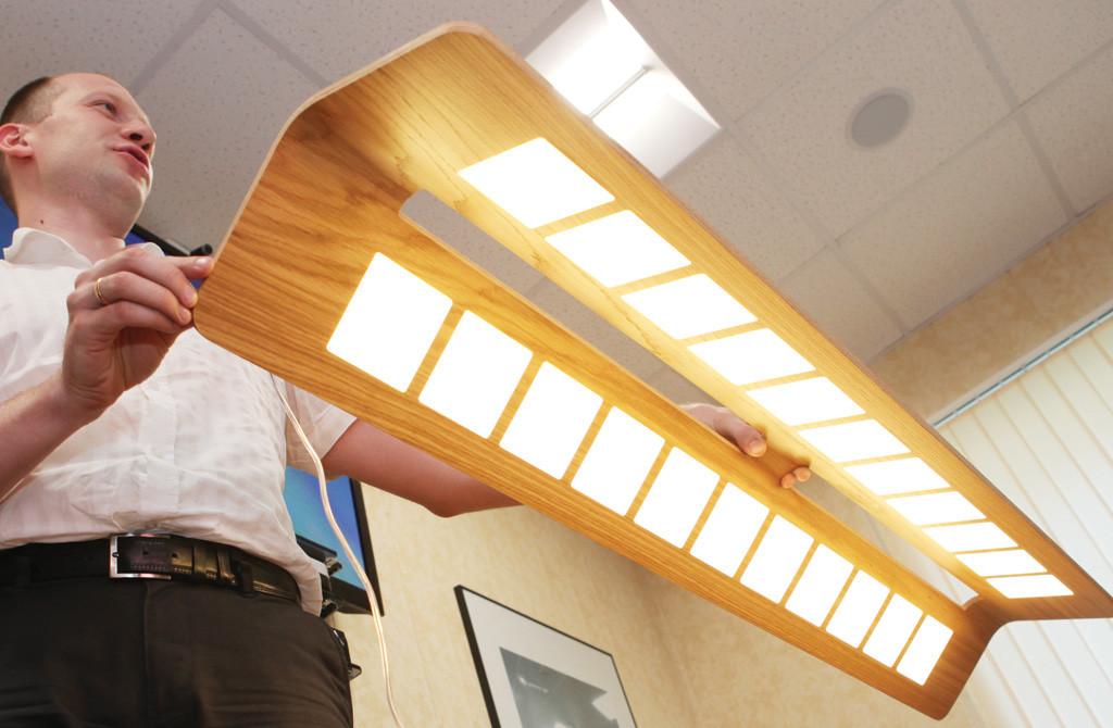 Новая разработка компании — OLED-светильник, декорированный натуральным шпоном. CRI, близкий к 100