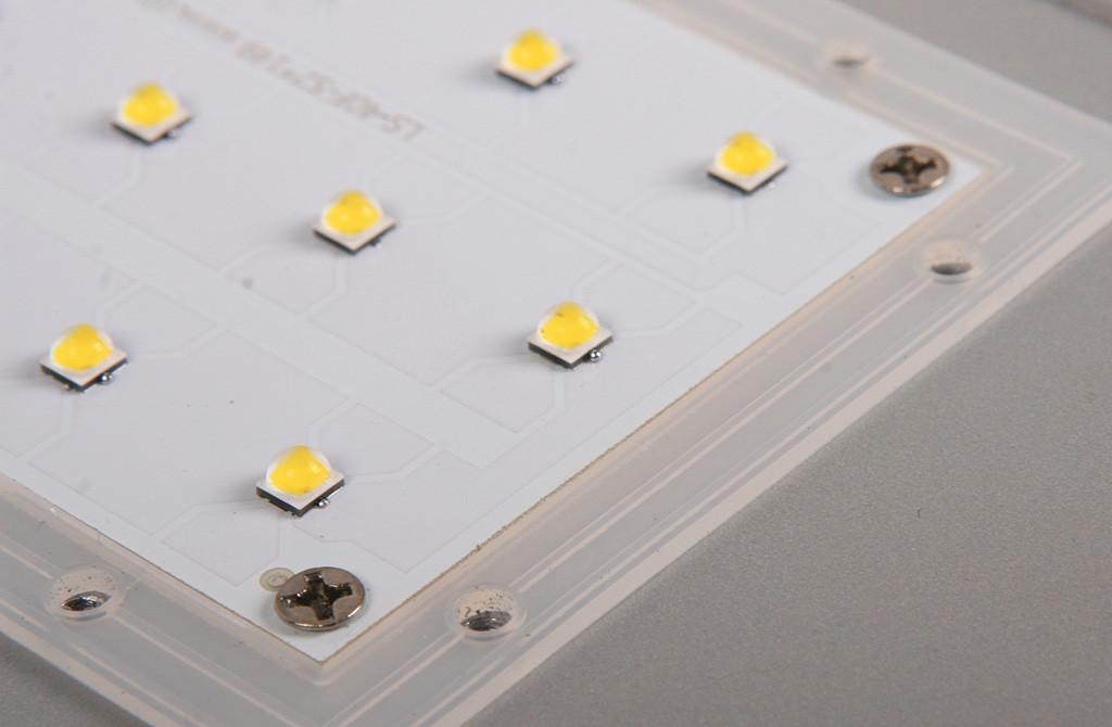 Фрагмент платы оптического модуля и силиконовый уплотнитель