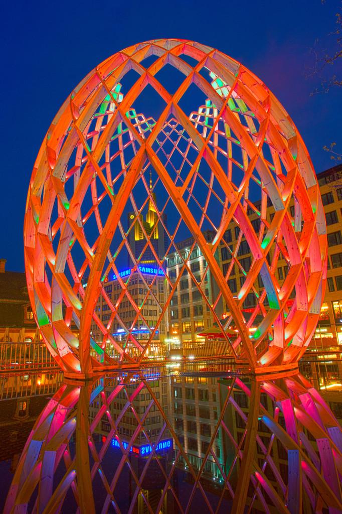 Light Building 2012. В дни биеннале во Франкфурте и окрестностях проходил фестиваль освещения Luminale