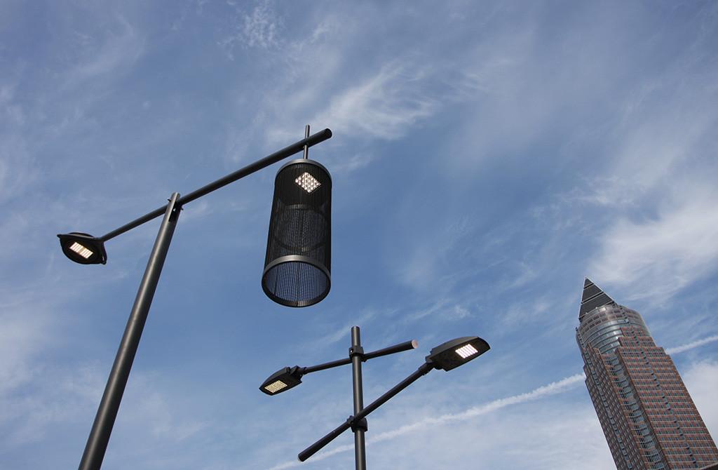 Light Building 2012. В рамках биеннале уличные светильники были представлены как на стендах компаний-производителей, так и в виде отдельной экспозиции во дворе выставочного комплекса