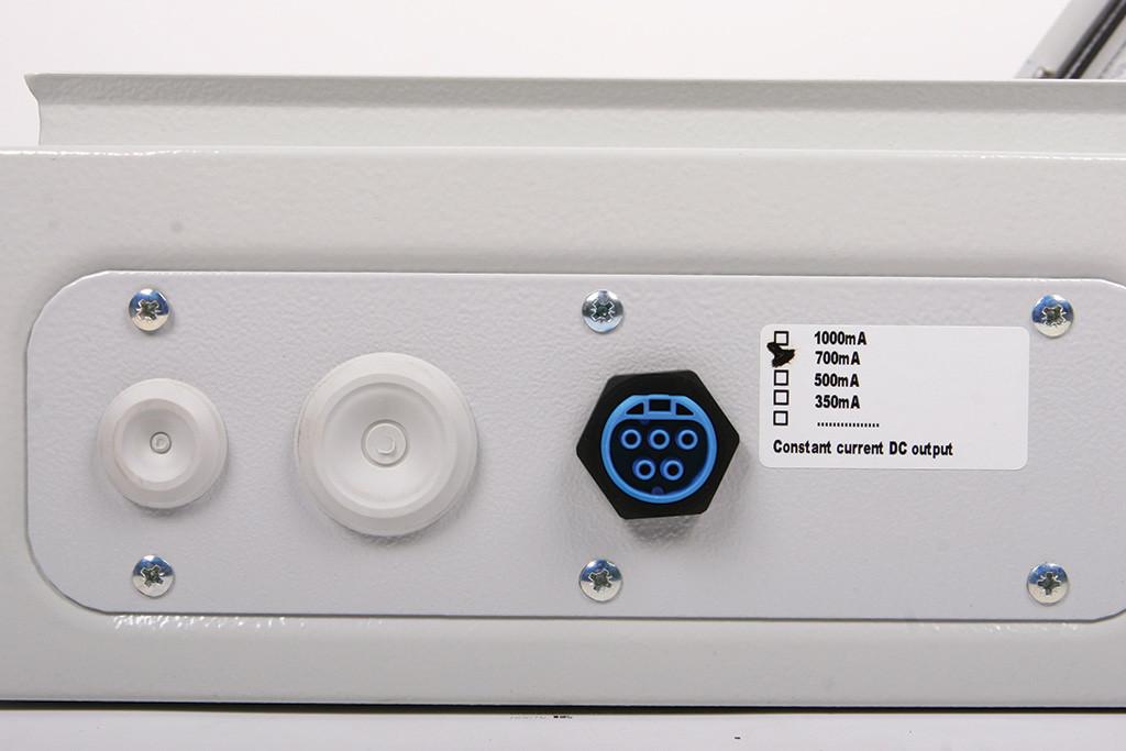 Электровводы и выводы светильника, вид снаружи. Информация о выходном токе питания оптического модуля