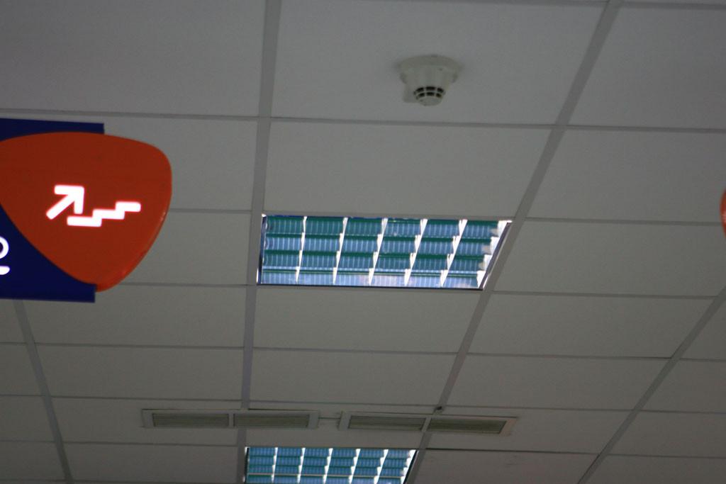 Экс-люминесцентный светильник, переделанный в светодиодный