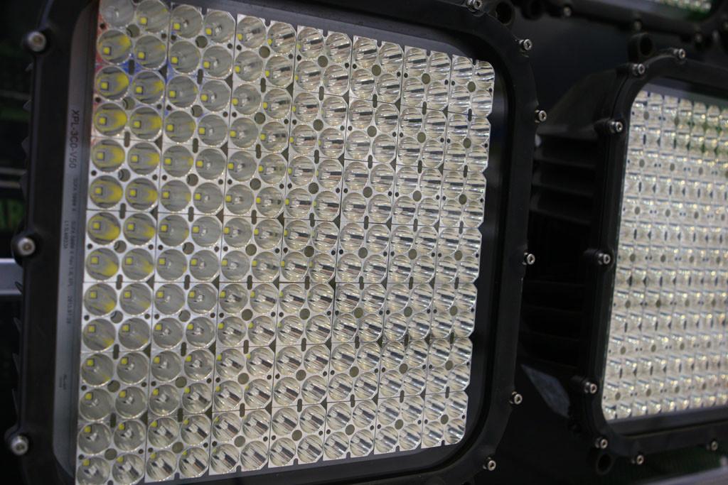 Светодиодный прожектор с концентрированной КСС крупным планом