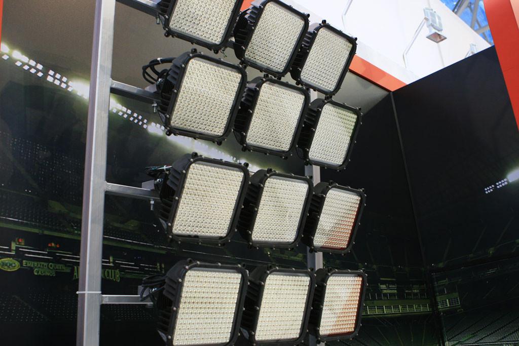 Светодиодный прожектор с концентрированной КСС