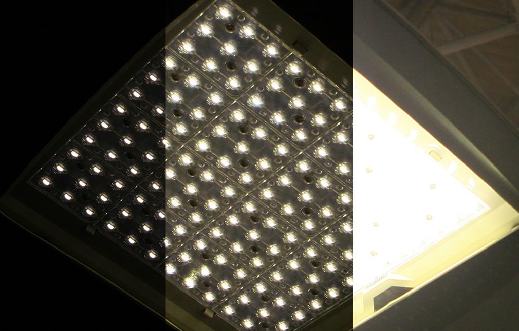 Оптическая часть включенного светодиодного уличного светильника