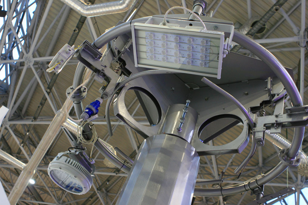 Телескопическая высокомачтовая опора с короной