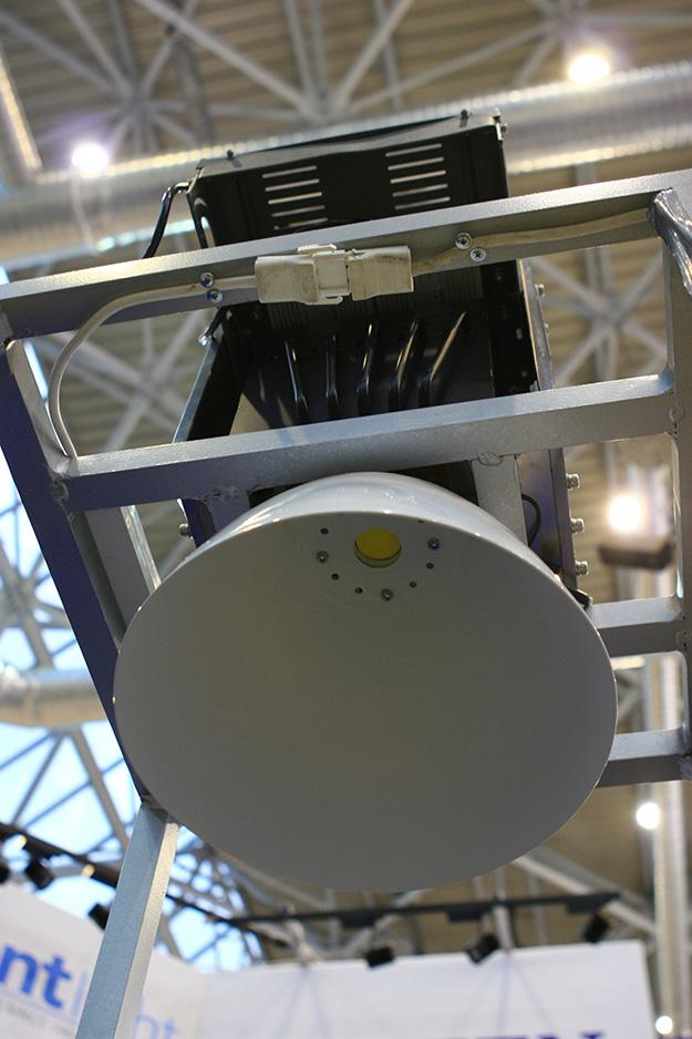 Мощный промышленный светодиодный светильник на технологии COB с тепловыми трубками