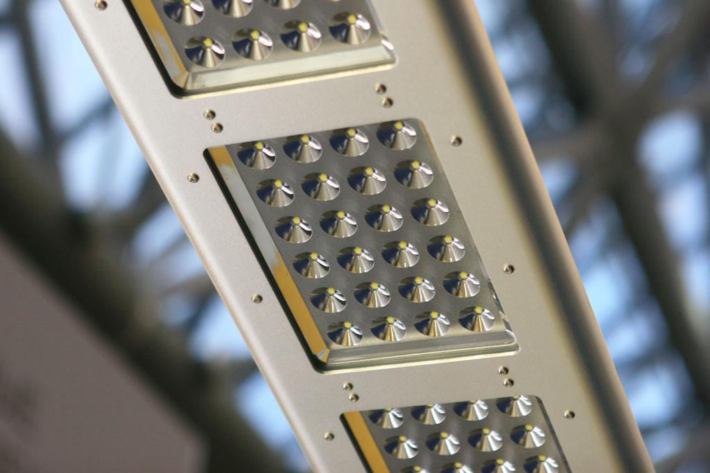 Промышленный светодиодный светильник с глубокой КСС
