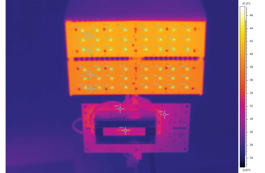Термография светильника после прогрева в рабочем положении без групповой линзы и декоративных накладок: - поверхность алюминиевой печатной платы: tmax = 40°С; - поверхность источника питания: точка SP07, t =35°С; - поверхность пластины крепления источника питания: tmax =33°С; - поверхности светодиодов: 48 областей измерения, диапазон значений максимальной температуры 43-46°С.