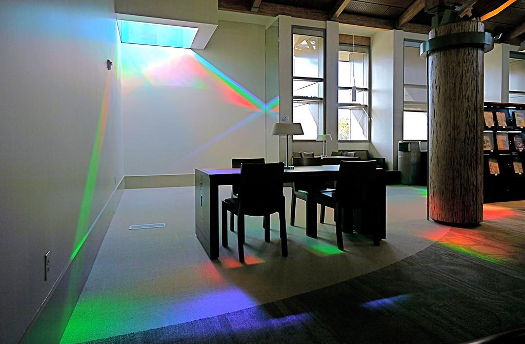 Световая солнечная инсталляция в калифорнийской библиотеке