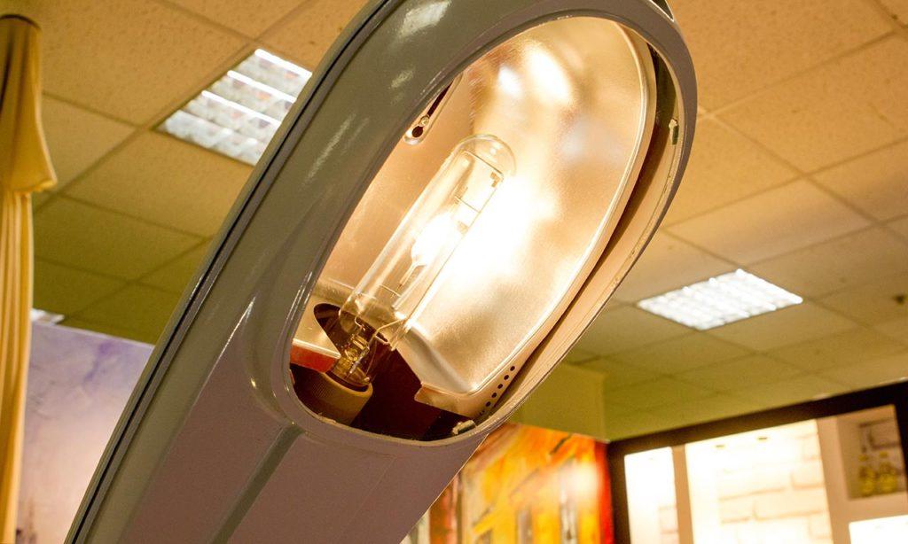 Натриевая лампа с необычной горелкой, похожей на МГЛ