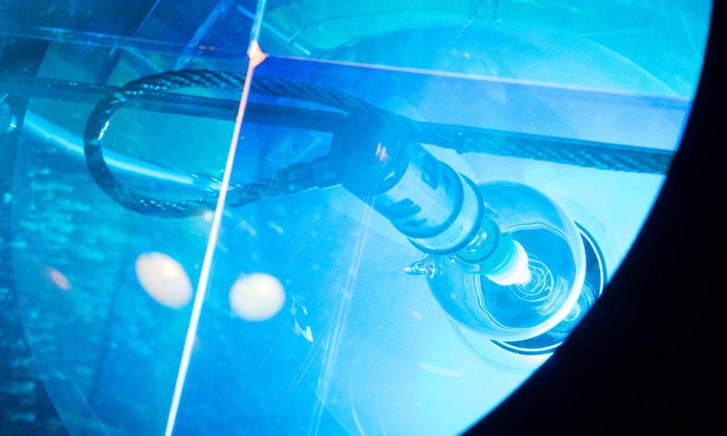 Узколучевик со сменными светофильтрами на лампе МГЛ 4 кВт