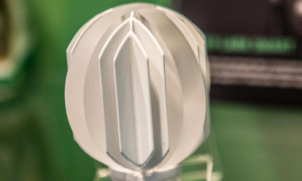 Смотрится громоздко по сравнению с элегантными филаментными лампами. Но мало ли... вдруг у таких монстриков есть свои интересные преимущества? Е-27, если что