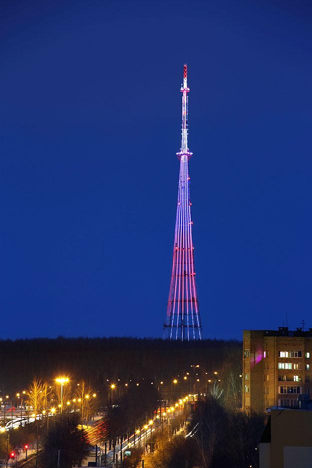 Освещение телебашни Нижнекамска: 7,5 тонн гирлянд длиной 2800 метров