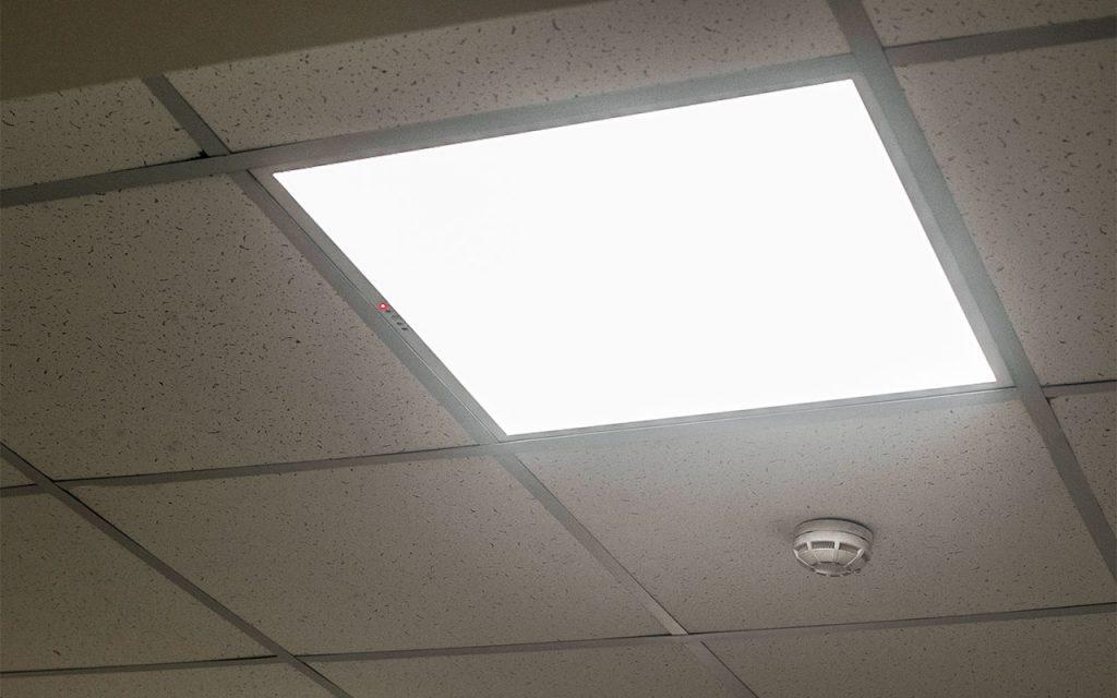 Типовой офисный светодиодный светильник для потоклов типа «Армстронг»