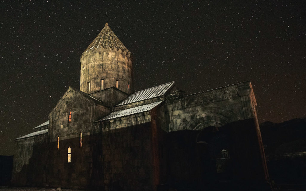 Храм св. Петра и Павла в полнолуние